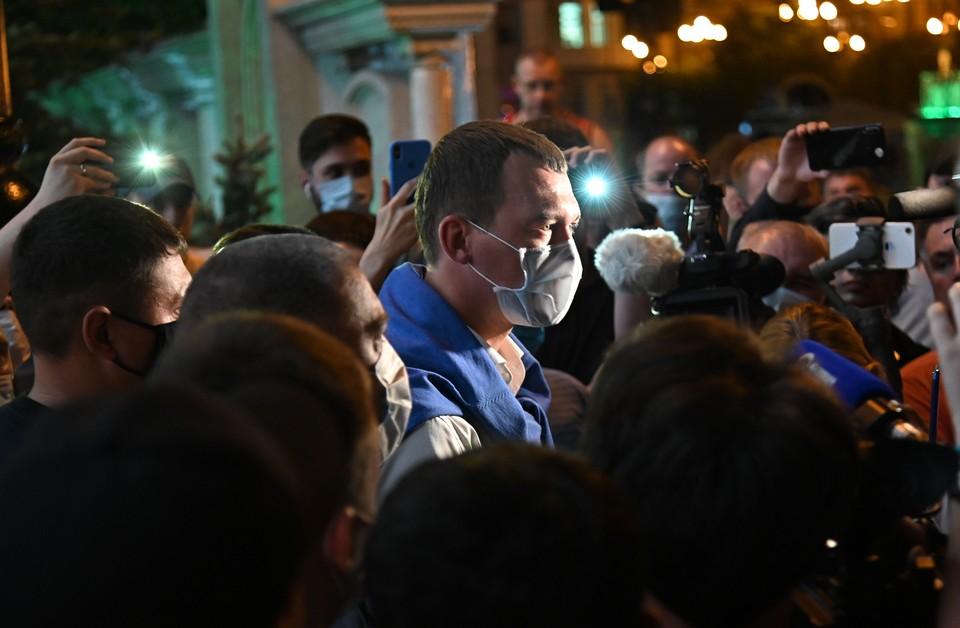 Михаил Дегтярев все-таки пошел в народ. Фото: Пресс-служба Хабаровского края/ТАСС