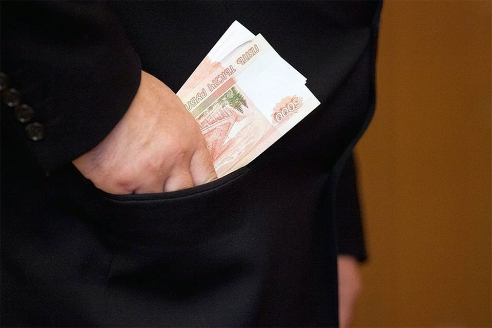 По данным СК, бюджет страны ежегодно недополучает 58 млрд рублей налогов, которые уводят в тень преступным путем.
