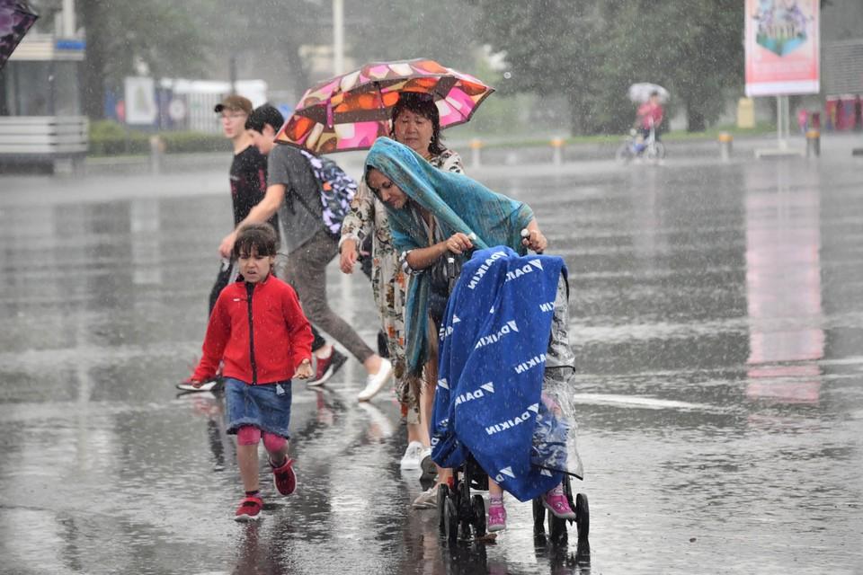 Днем 27 июля 2020 в Москве начался сильный ливень.