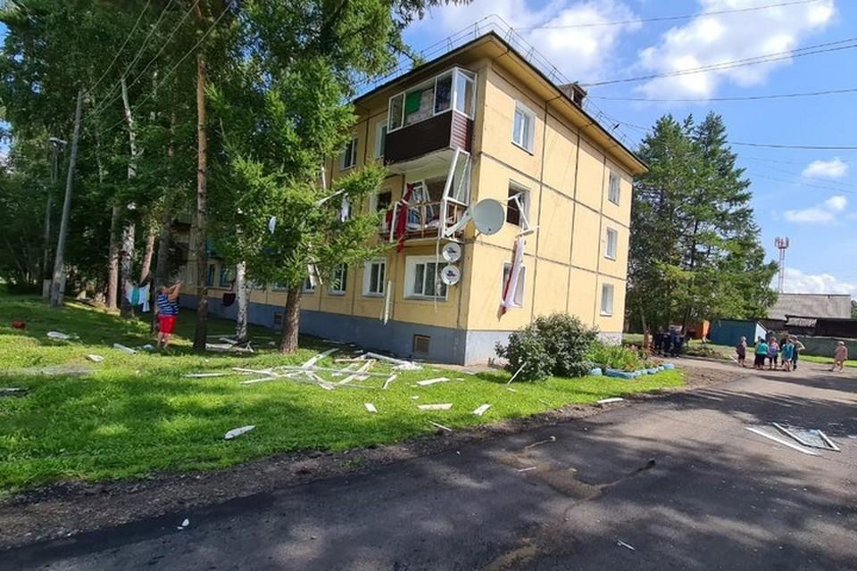 «Рвануло так, что вышибло балкон»: в Красноярском крае в многоэтажке взорвался газ. Фото: ГУ МЧС России по краю
