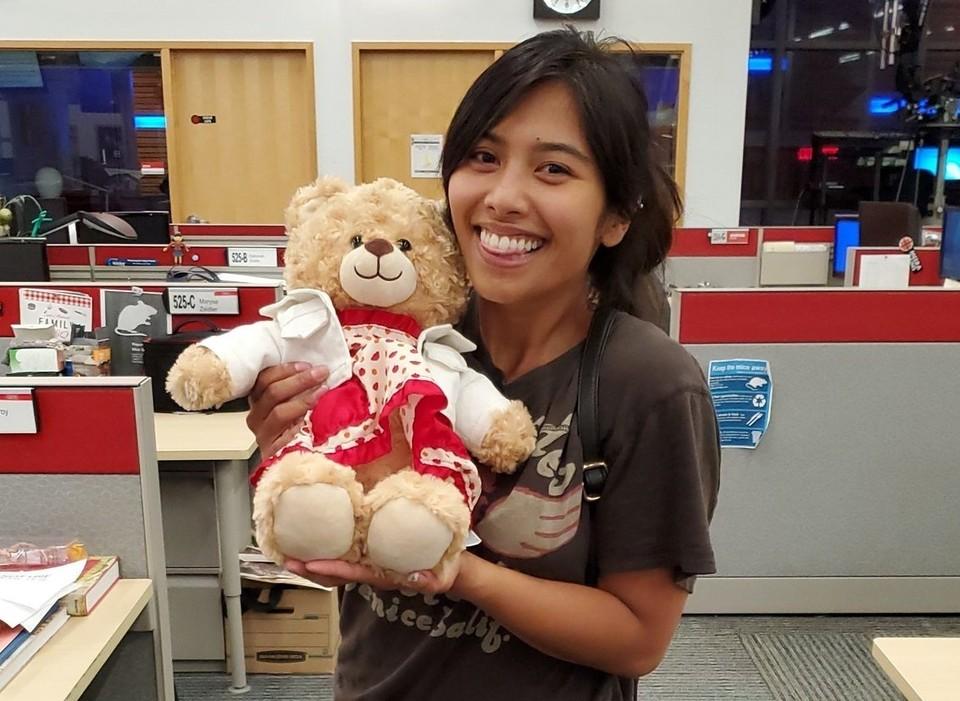 Канадке вернули медвежонка с записью голоса её умершей матери. Фото: Twitter Mara Soriano