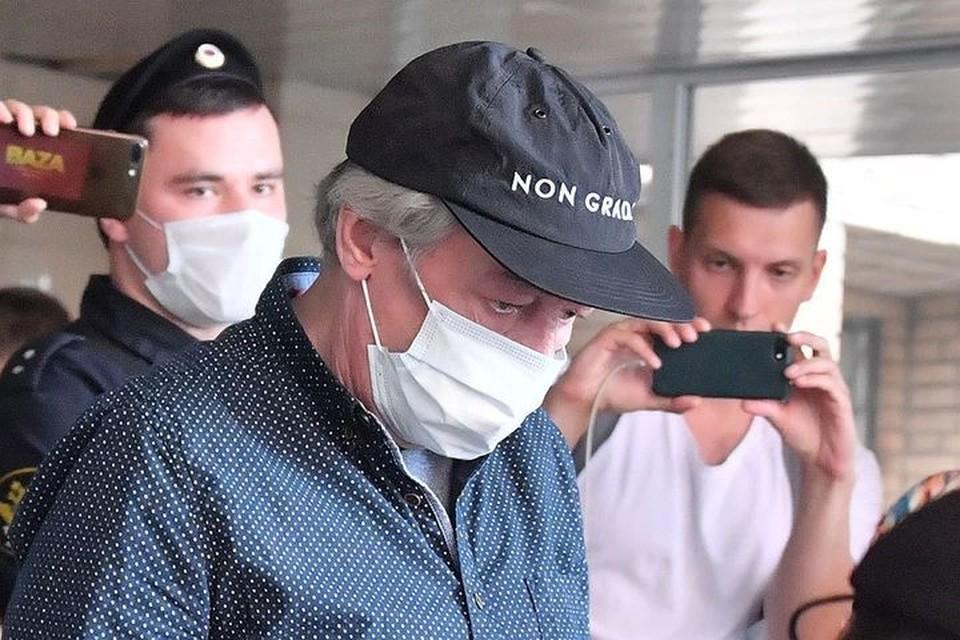 Адвокат Ефремова улетел под Новосибирск вместо того, чтобы быть на слушании по громкому делу.