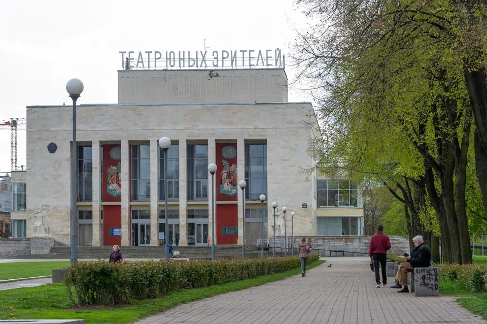 В Петербурге начали подготовку к открытию театров.