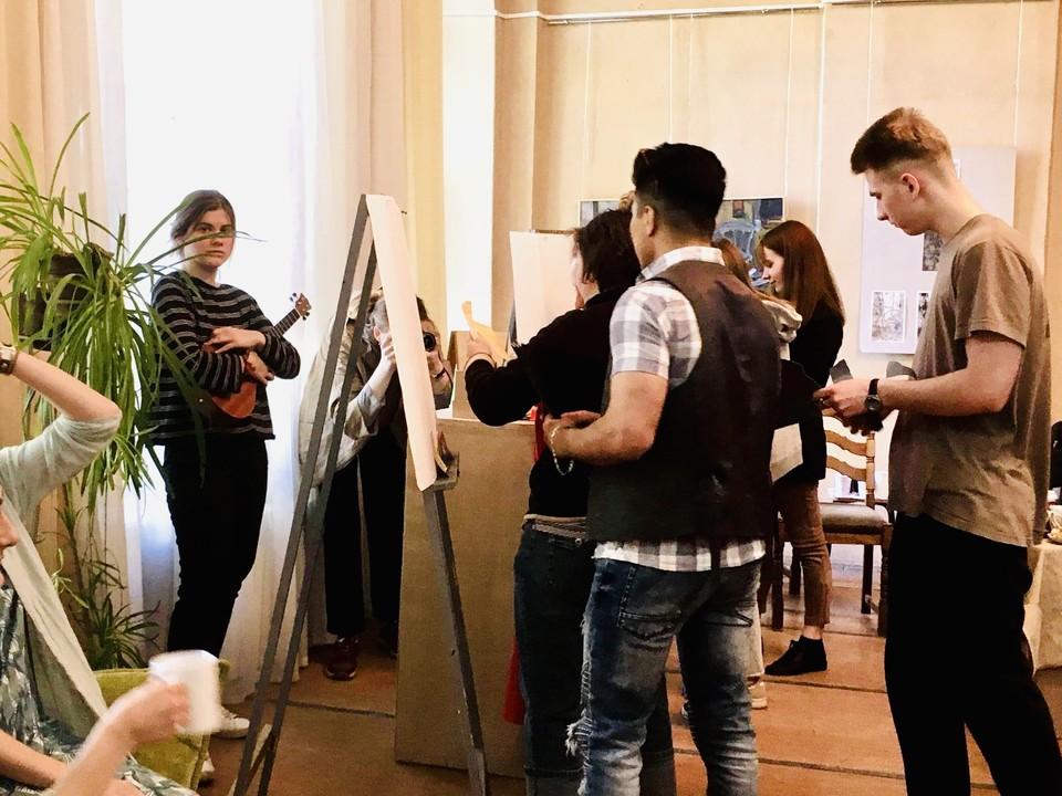 Студенты Венециановки в аудитории. Фото: официальная группа училища в соцсети Facebook