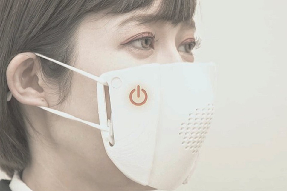 При подключении к Интернету, умная маска сможет передавать сообщения, переводя их с японского языка. Фото: Donut Robotics