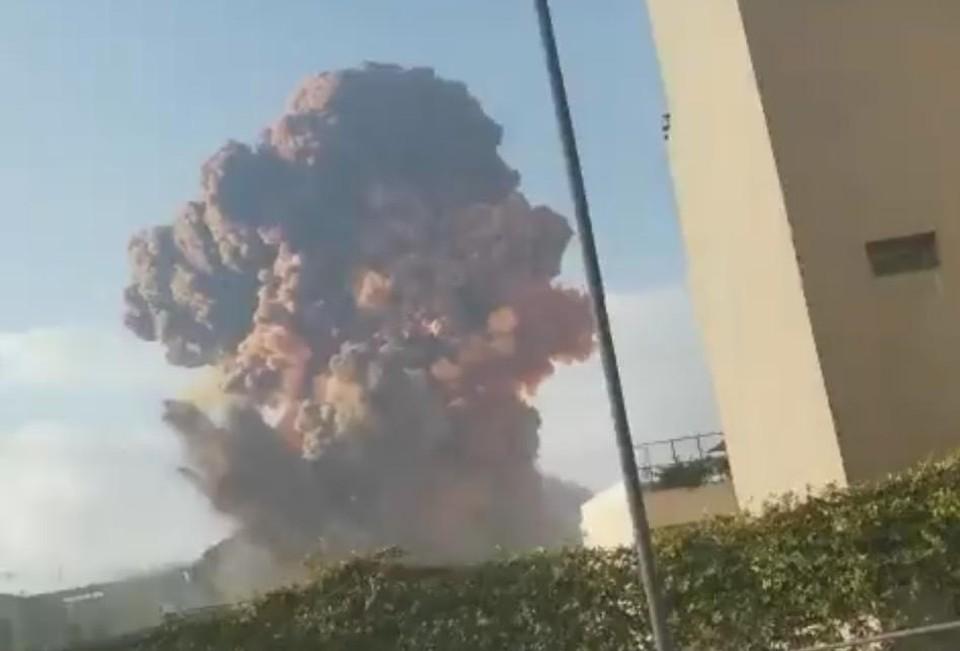 Видео взрыва в порту Бейрута сняли очевидцы. Фото: кадр из видео