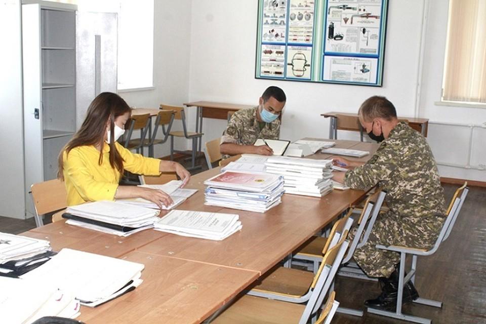 Прием заявлений на поступление в военные вузы, медицинская комиссия и психологическое тестирование проводились в местных военкоматах.