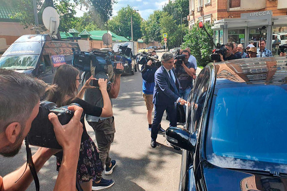 Эльман Пашаев, адвокат Михаила Ефремова, сам превышает скорость.