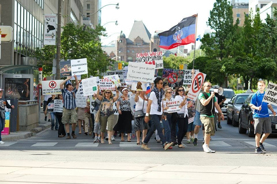 Демонстрация представителей русскоязычной общины против поддержки канадскими властями действий режима Порошенко в Донбассе.