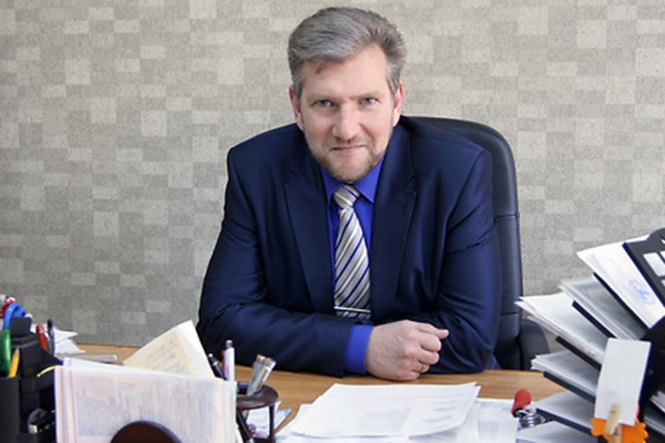 Директор школы № 44 Сергей Питаленко возглавлял избирательный участок, на котором голоса подсчитали скрупулезно. После этого к педагогам пришел чиновник районной администрации. Фото: vitebsk.biz.