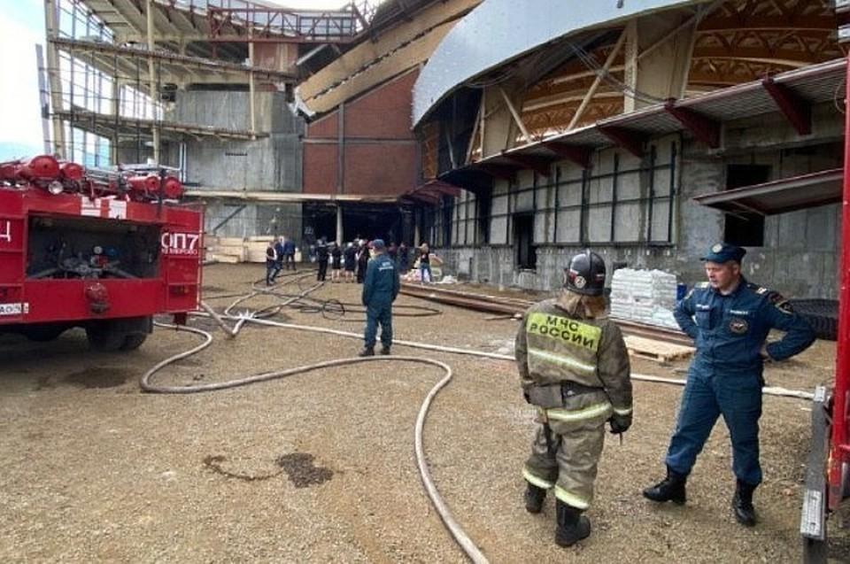 Пожар на стройплощадке ледового дворца «Кузбасс» очевидцы сняли на видео. ФОТО: Цивилев.Live