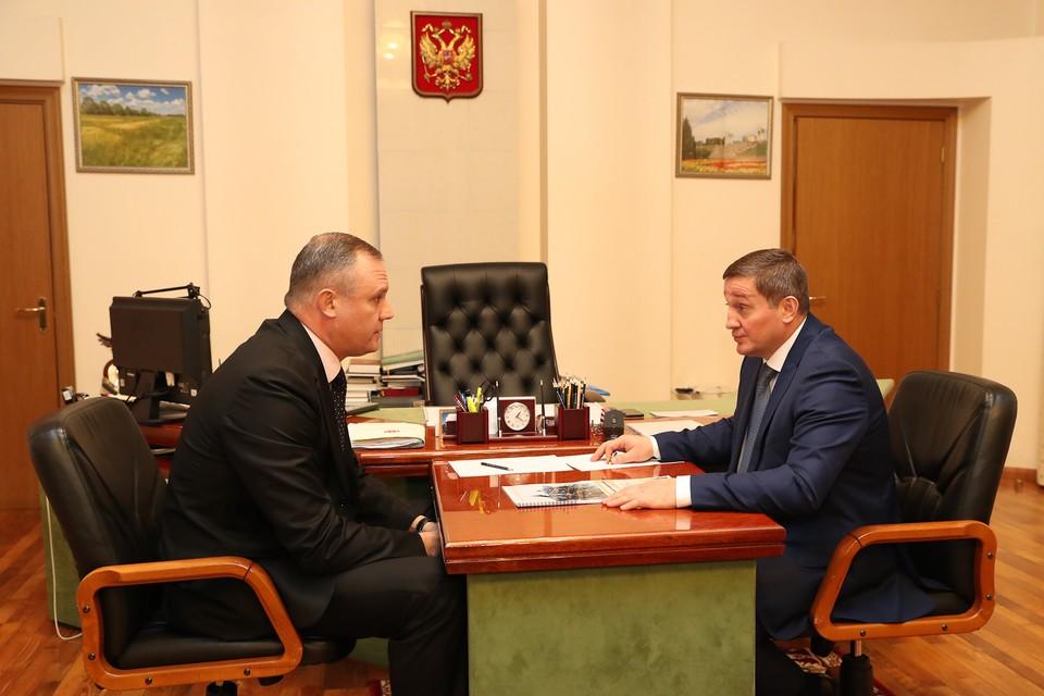 Андрей Косолапов только год назад стал заместителем Бочарова, а уже показывает такие успехи. Фото администрации ВО.