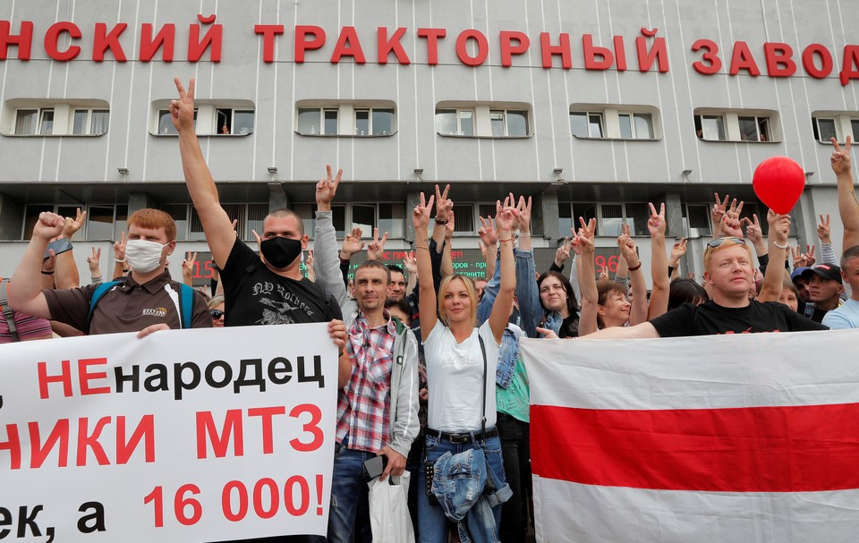 В конце недели забастовали белорусские заводы.