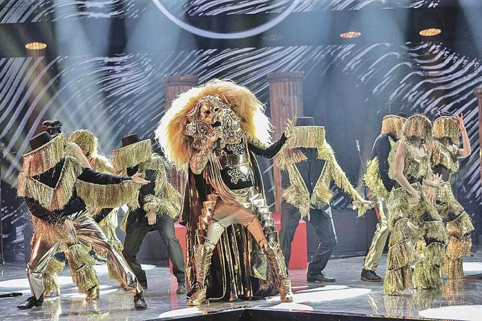 В первом сезоне шоу лучшим стал экс-солист группы MBAND Анатолий Цой, скрывавшийся под маской Льва. Фото: НТВ