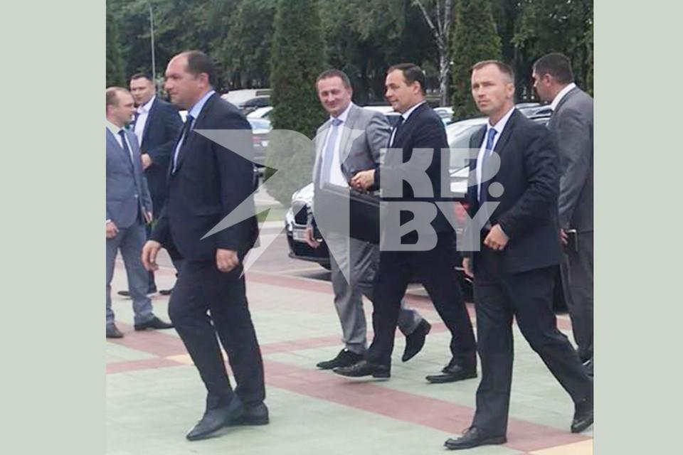 На «Беларуськалий» приехал премьер-министр страны Роман Головченко и губернатор области Александр Турчин.