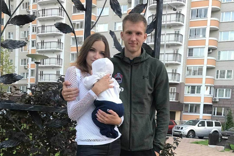 У 22-летнего игрока «Локо» Иннокентия Самохвалова остались жена и ребенок