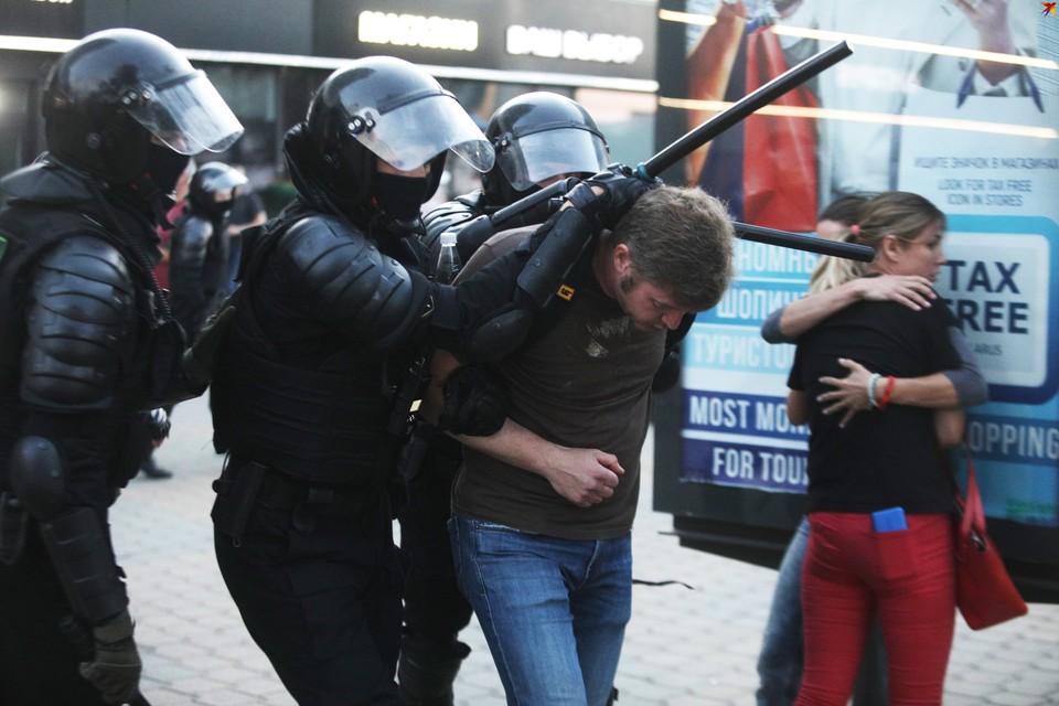 Мир сравнивает Беларусь с карцером в центре Европы.