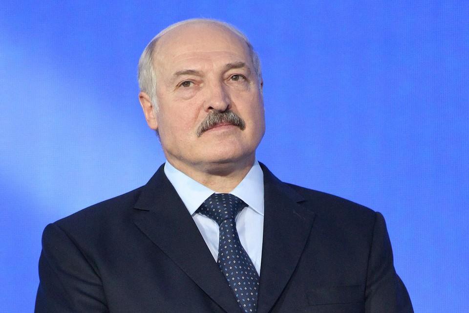 """Лукашенко признался, что помог Тихановской """"бежать"""" в Литву"""