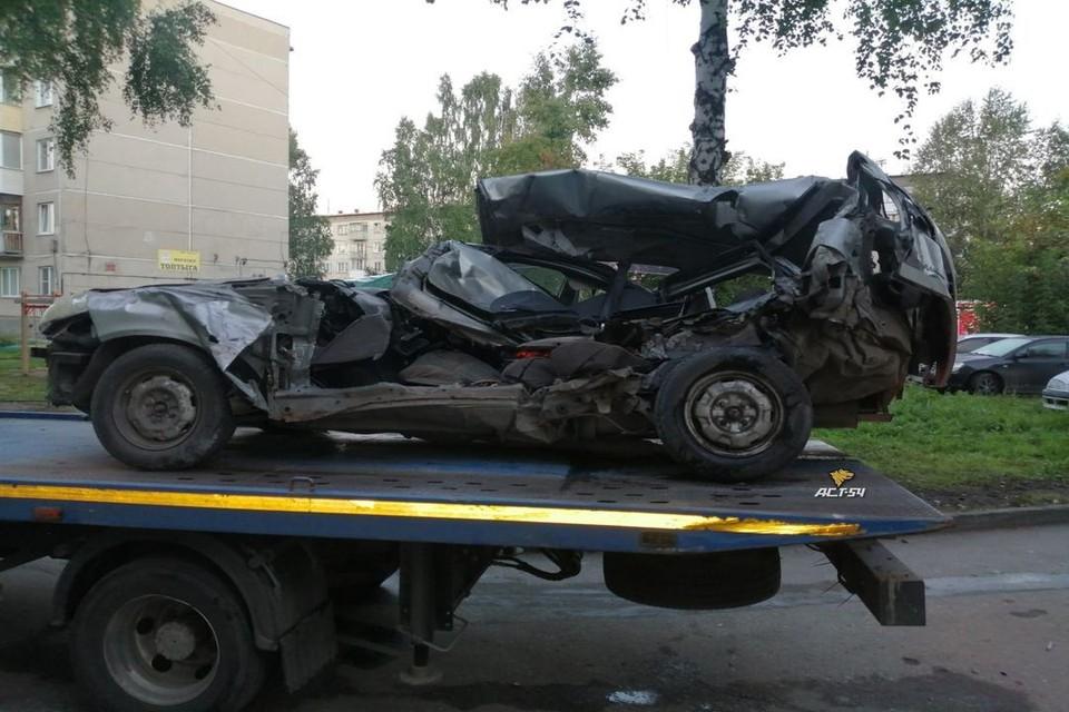 Иномарка на высокой скорости врезалась в припаркованный автомобиль. Фото: владелец машины Сергей