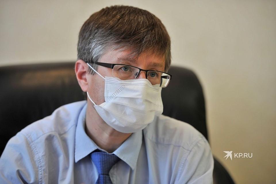 Как и полагается во время пандемии, во время интервью Дмитрий Николаевич был в защитной маске.