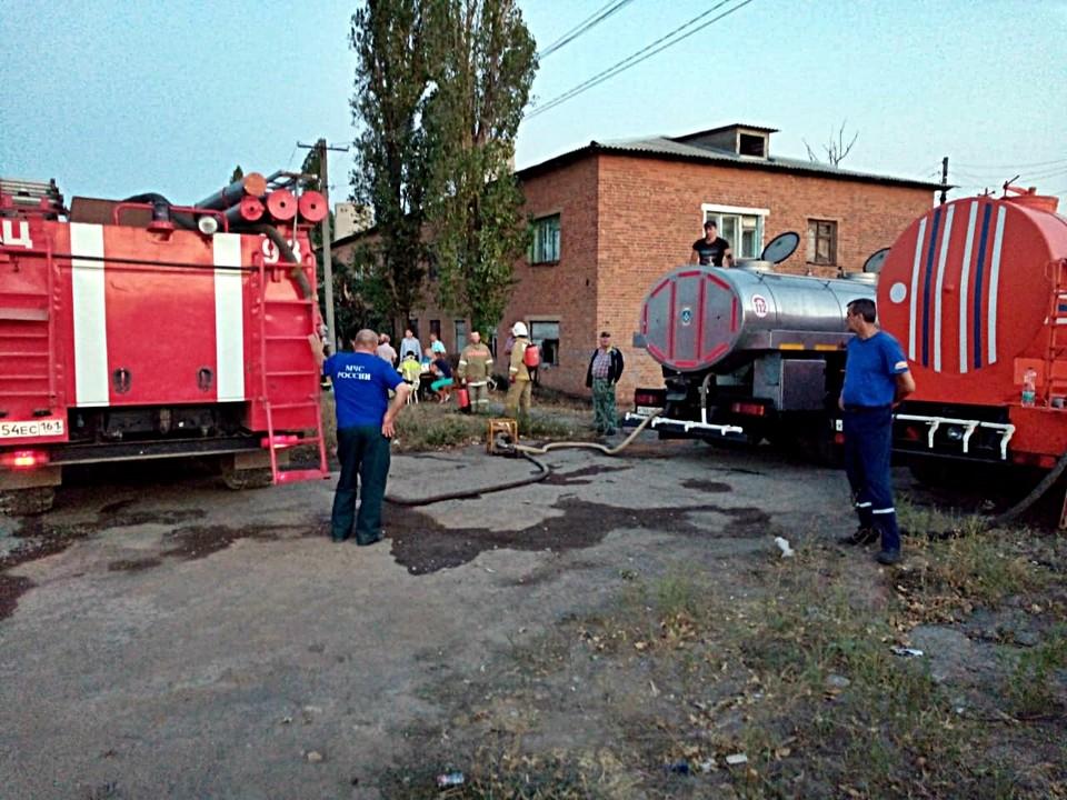 Спасатели отчитываются, что в некоторых местах огонь удалось полностью ликвидировать. Фото: ГУ МЧС по РО