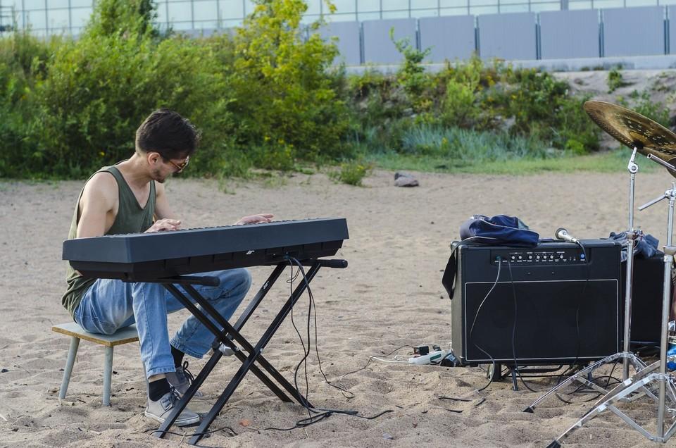 Руслан Ишдавлетов непрерывно играл на фортепиано 42 часа. Фото: Личный архив героя публикации.