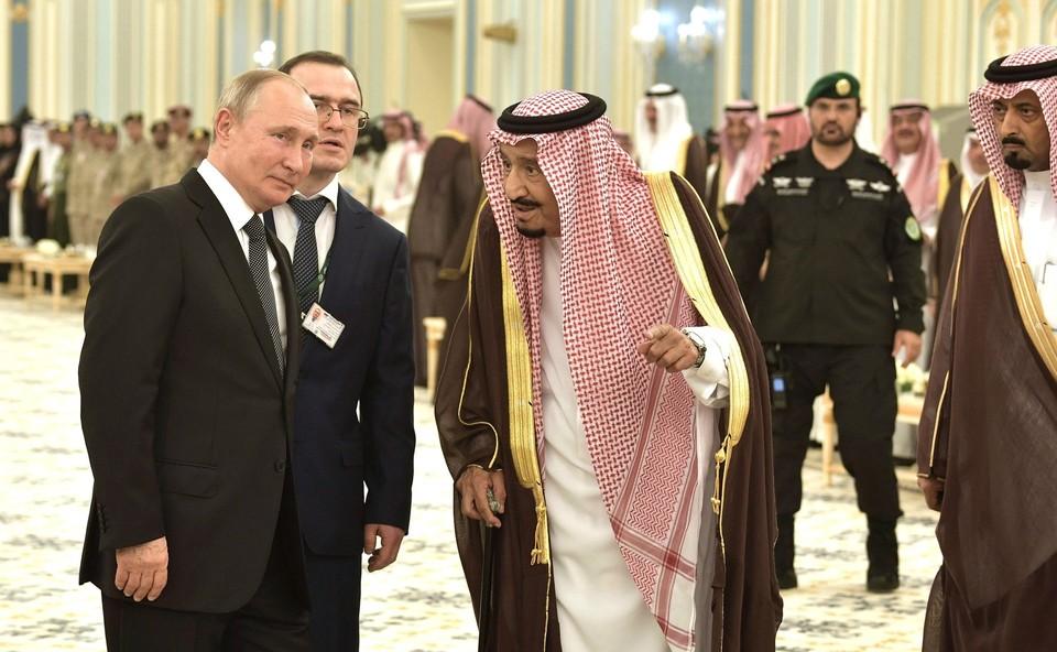 Путин и король Саудовской Аравии обсудили российскую вакцину от COVID-19