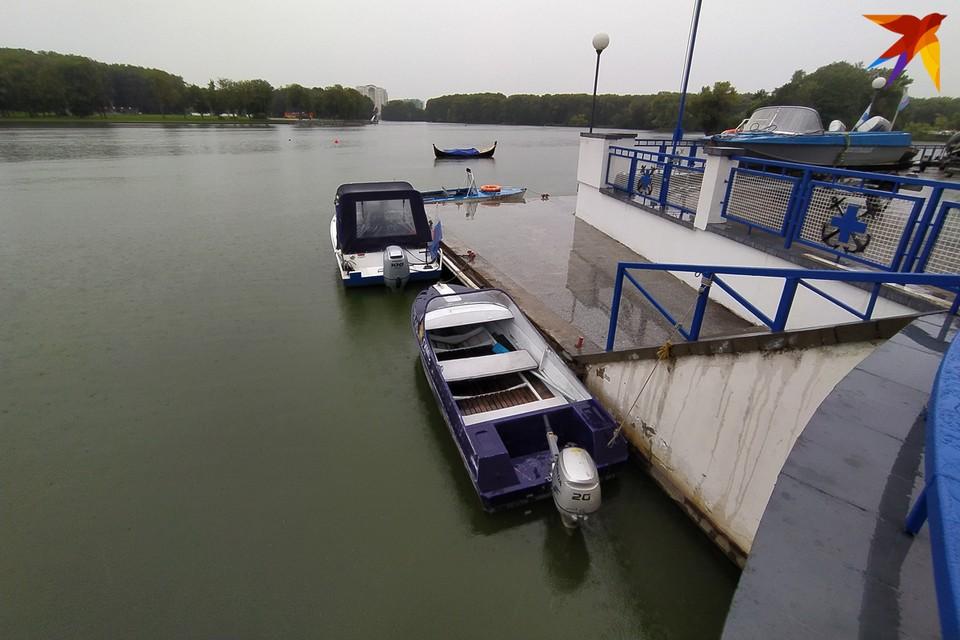 Именно на эту лодочную станцию сотрудники ОСВОДа привозили тех, кого достали из Комсомольского озера.