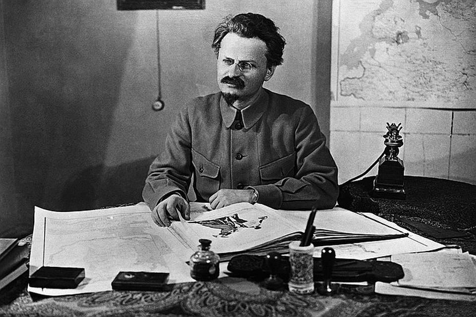 Лейба Бронштейн вошел в мировую историю как Лев Троцкий.