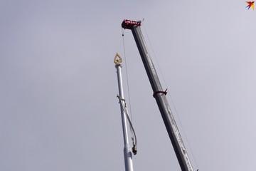 Несмотря на протесты горожан в Гомеле все-таки построили «золотой» флагшток