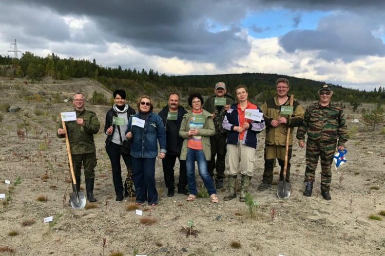 Сотрудники минприроды Мурманской области и другие активисты поучаствовали в акции «Сохраним лес». Фото: правительство Мурманской области
