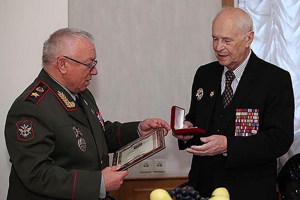 Анатолий Куликов и Игорь Осипов (справа). Фото: petrovka-38.com