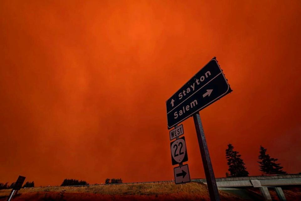 Апокалиптическими фотографиями поделились жители города Салем штата Массачусетс