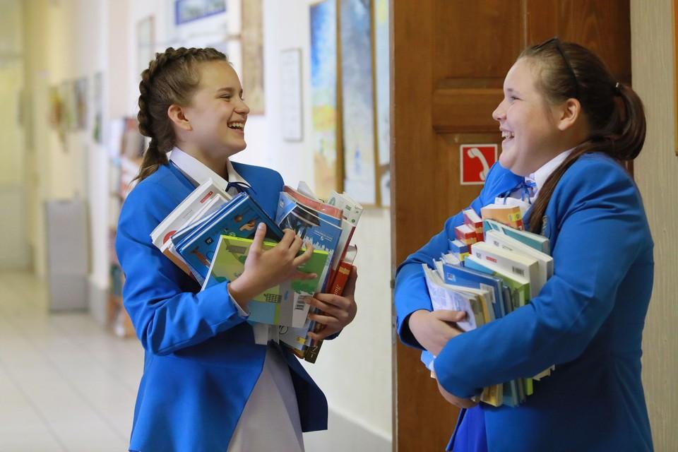 Многие дети привыкли к учебникам в школе.