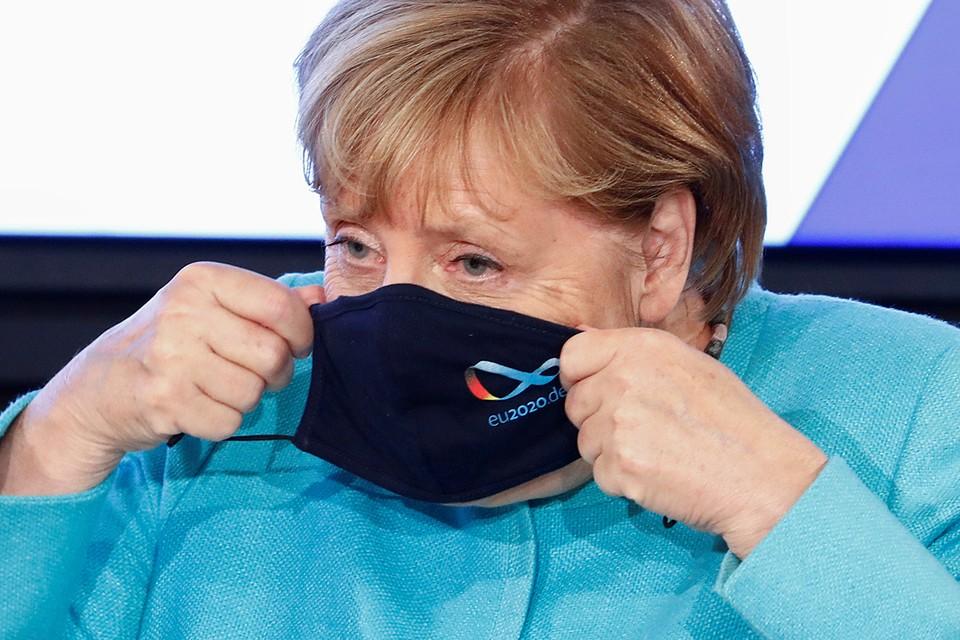 На посту канцлера Ангела Меркель зарабатывает в месяц около 18 тысяч евро. К этой сумме нужно прибавить половинную зарплату депутата бундестага