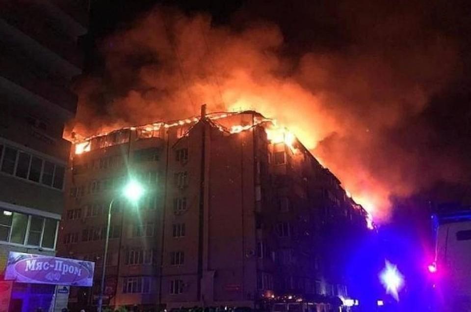 Крупный пожар в жилом доме в Краснодаре полностью ликвидирован. Фото: Пресс-служба МЧС России