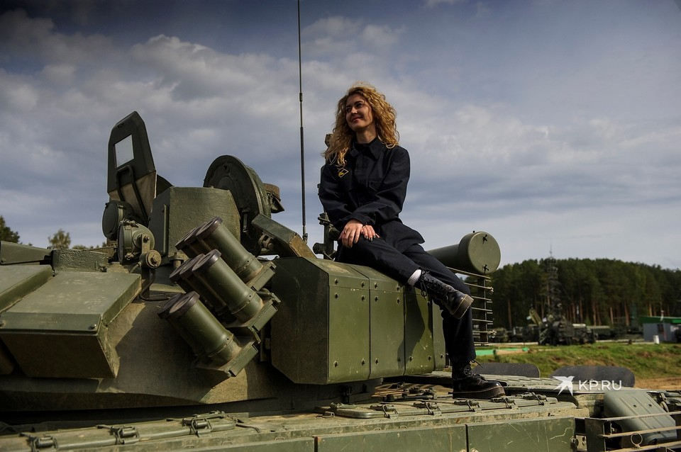 «На поле девки хохотали»: почему женщин не берут в танковые войска