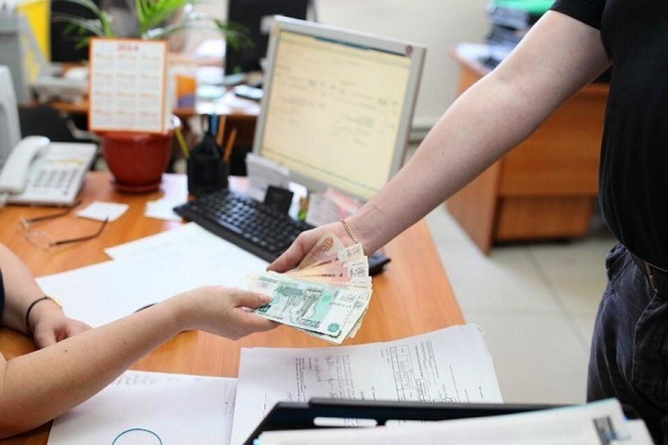 Рабочие в Кемерове требовали зарплату со строительного крана
