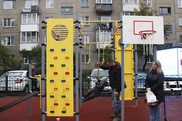 В Дзержинке на месте пустыря сделали детскую площадку