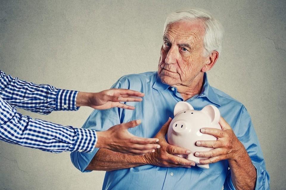 Впрочем, граждане давно усвоили — если чиновники что и «дарят», то обязательно что-нибудь «оторвут» обратно. Фото: angliya.com
