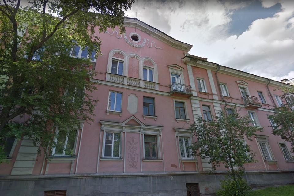 Дом на сталеваров, 76 был построен в 1955 году. Фото: google.com/maps