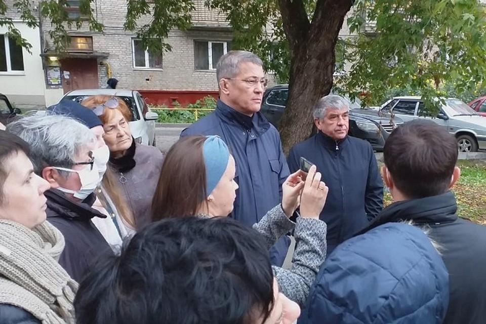 Радий Хабиров встретился с жильцами и потребовал остановить строительство во дворе дома