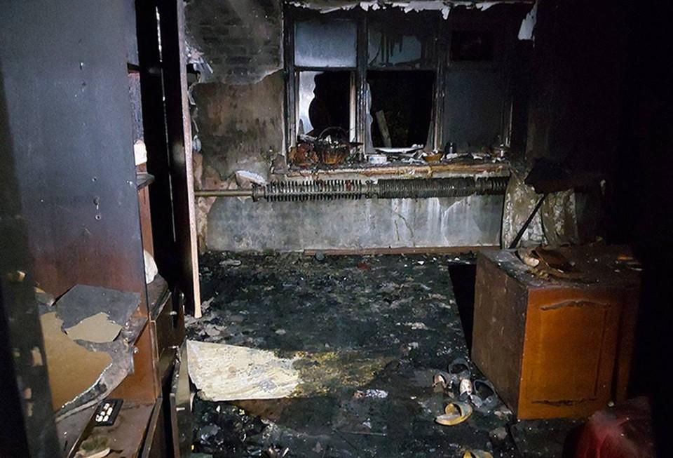 Опубликованы фотографии пожара в Володарском районе, где сгорели муж и жена.