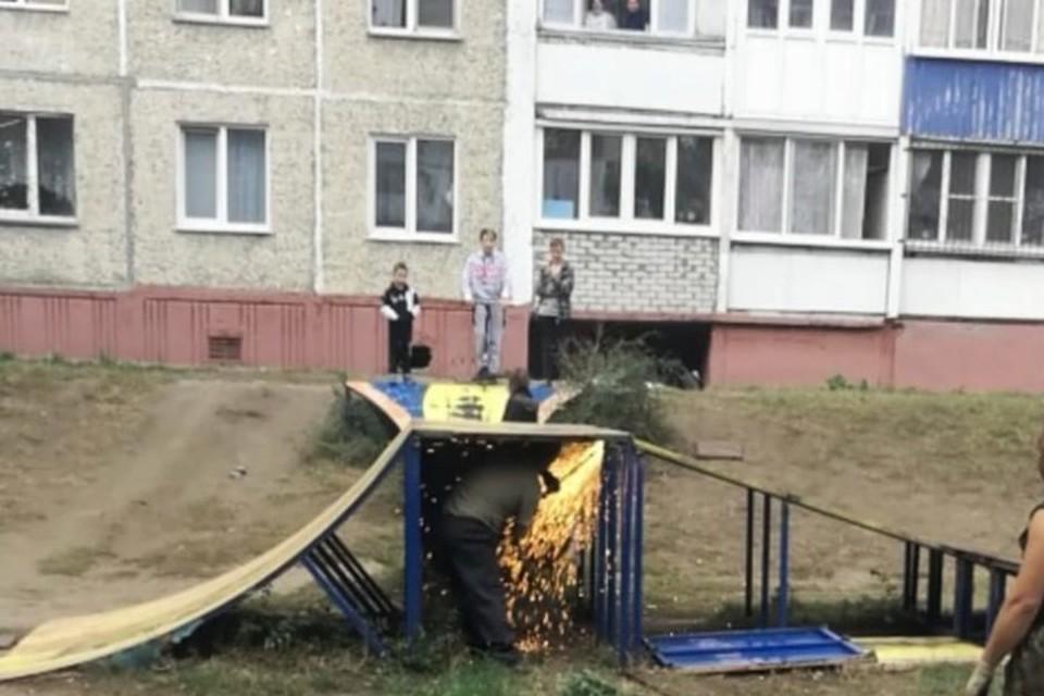 Скейт-площадку распилили на глазах у детей. Фото: предоставлено Валерием Линьковым
