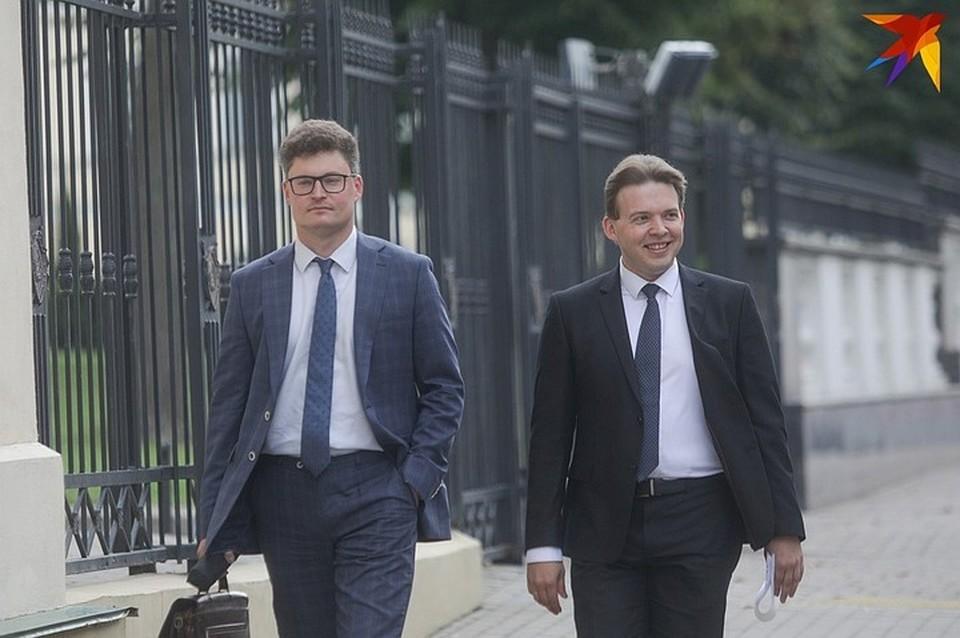 Максим Знак (на фото справа) вместе со своим адвокатом Дмитрием Лаевским.