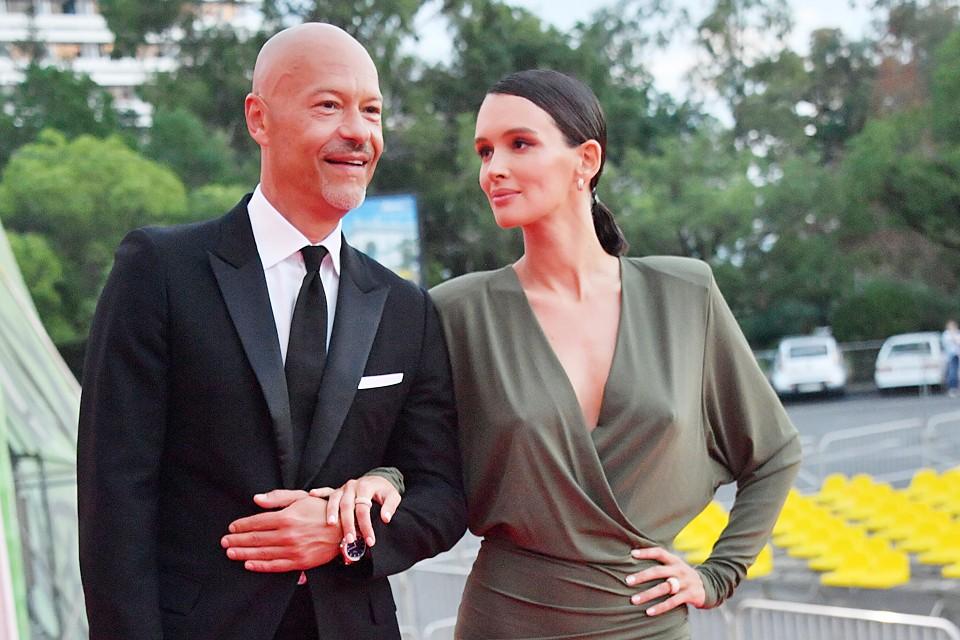 Выбор наряда спутницы Бондарчука похвалила даже придирчивая модница Ксения Собчак