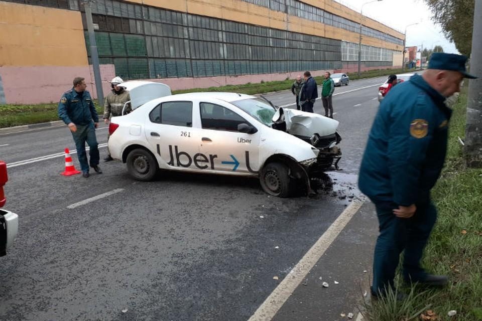 Водитель погиб на месте. ФОТО МЧС Ярославль Твиттер