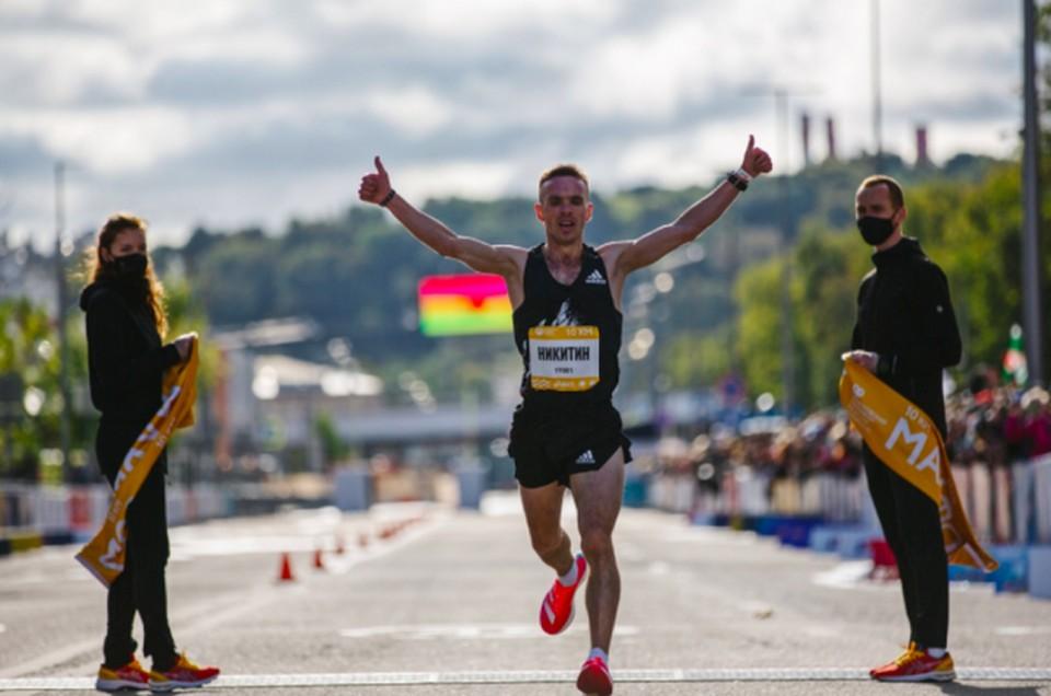 Владимир Никитин преодолел 10 километров за 28 минут и 22 секунды.