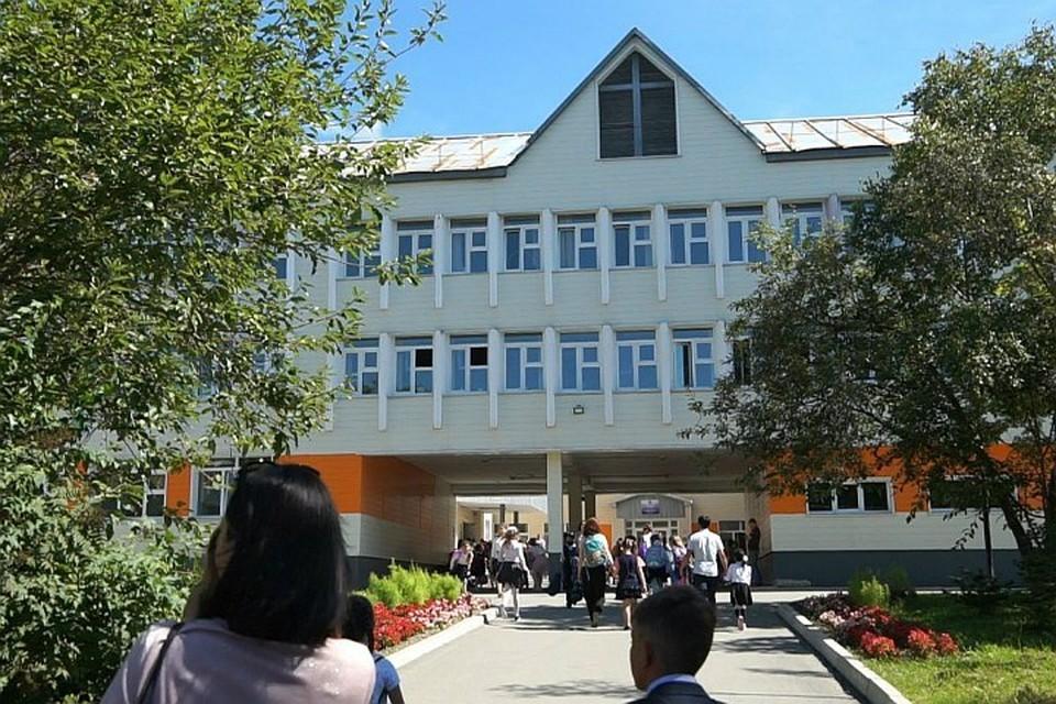 Директор школы №21 Южно-Сахалинска Александр Павлов написал заявление на увольнение по собственному желанию