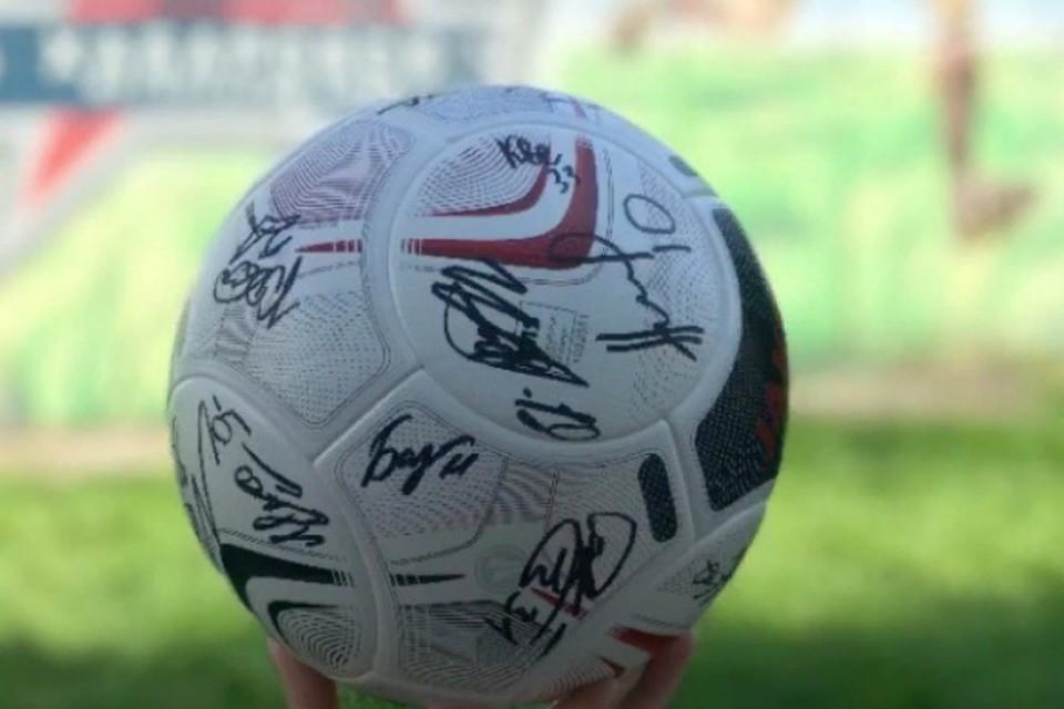 В Хабаровске на премьере фильма о легенде футбола разыграют мяч с автографами ФОТО: КНОТОК